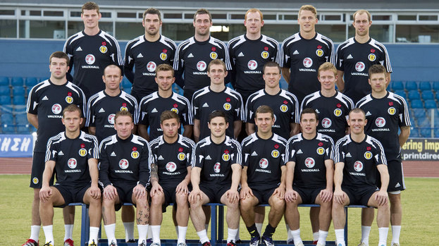 98712-the-scotland-squad-wore-poppies-as-they-posed-for-an-official-team-photograph-in-cyprus-on-tuesday
